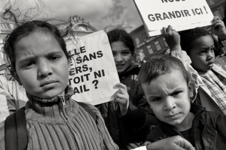Let us grow up here! Children during a demonstration against administrative removal