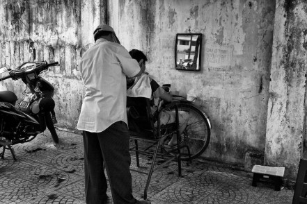 Street barber in Ho-Chi-Minh-City